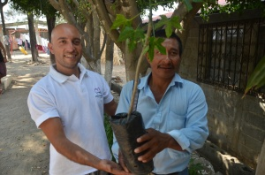 Pedro handing out Chaya plants to the locals filled us all with so much hope for a better tomorrow for so many families!